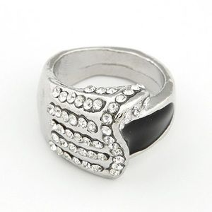 NWOT Black and white ring with rhinestones